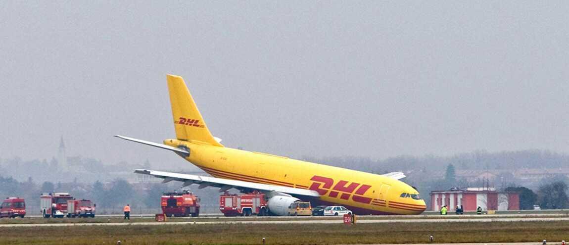 À cause d une tempête un avion ne peut atterrir et manque de se crasher