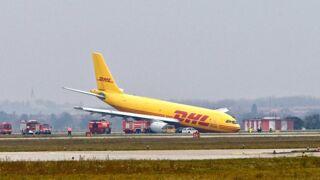 À cause d'une tempête, un avion ne peut atterrir et manque de se crasher