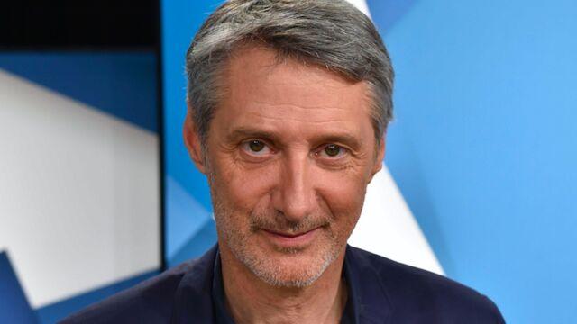 """Antoine de Caunes s'en prend à la téléréalité : """" Ces émissions sont une honte"""" !"""