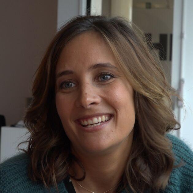 """Julie de Bona (Coup de foudre à Noël, TF1) : """"Je suis très simple et très nature"""" (VIDEO)"""
