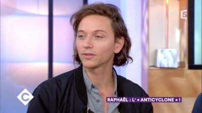 Raphaël évoque avec amour son duo avec Mélanie Thierry (VIDEO)