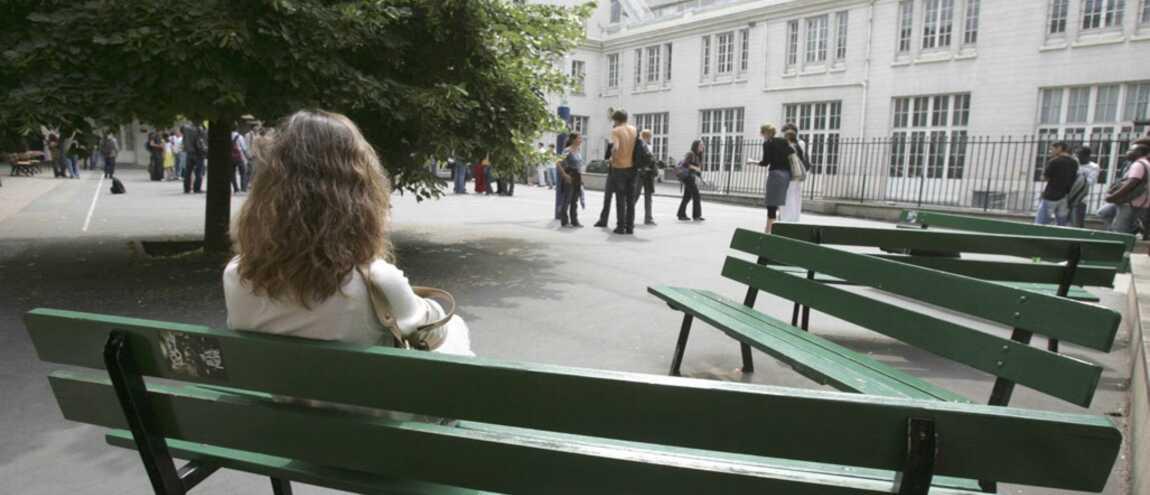 les adolescents ayant des rapports sexuels dans le Collège xxx pénis
