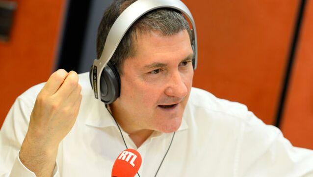 Yves Calvi restera bien sur RTL la saison prochaine