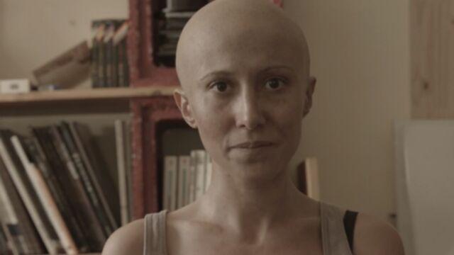 Plus belle la vie : Fabienne Carat chauve pour combattre le cancer (VIDEO)