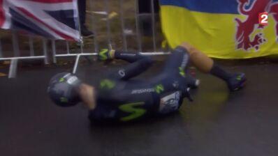 Tour de France : Alejandro Valverde contraint à l'abandon après une lourde chute (VIDÉO)