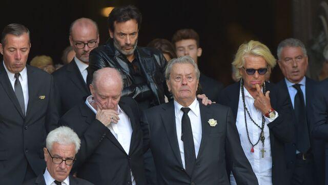Obsèques de Mireille Darc : Alain Delon et Pascal Desprez, Johnny Hallyday... Les stars lui rendent un dernier hommage (PHOTOS)
