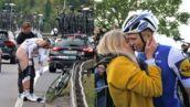 Des fesses de sportif, un tendre bisou... Découvrez l'insolite du Tour de France (27 PHOTOS)