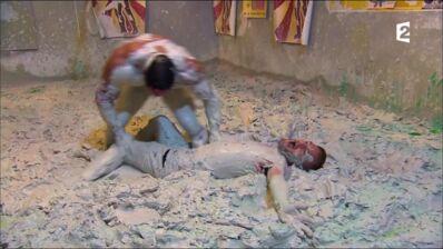 Jeremstar prend un bain de boue.... Et drague Mister Boo ! (VIDEO)