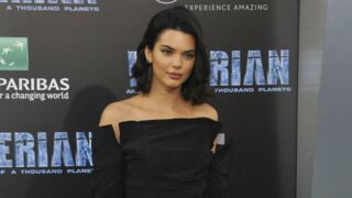 Kendall Jenner pose en lingerie rouge ultra sexy (PHOTO)
