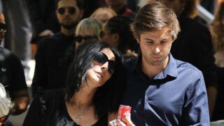 Mort de Ludovic Chancel, le fils de Sheila : sa compagne effondrée lors de ses obsèques (Photos)