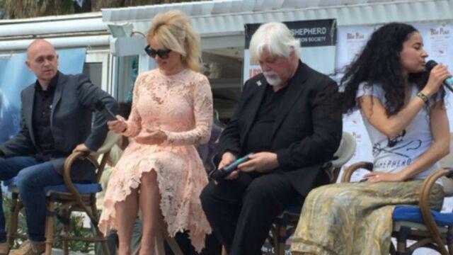 Cannes 2016 : Pamela Anderson affole la Croisette pour défendre les dauphins