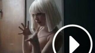 """Danse avec les stars : la chanteuse Sia va faire le show avec """"Chandelier"""""""
