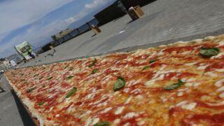 Record du monde : ils cuisinent une pizza de 2km de long