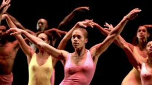 """Marie Dô : """"Fais danser la poussière, un hommage à ma mère et à la danse"""""""