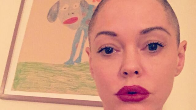 Incroyable métamorphose : Rose McGowan se rase la tête ! (PHOTOS)