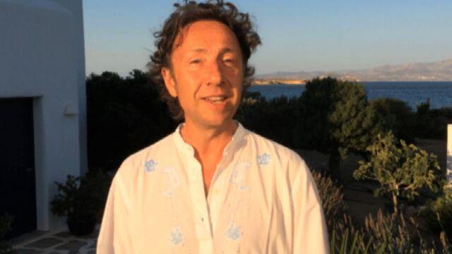 Stéphane Bern, depuis la Grèce, souhaite un bel été à nos lecteurs (VIDEO)