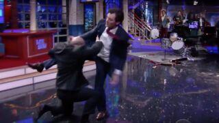 L'hallucinante baston entre Bruce Willis et Stephen Colbert sur le plateau du Late Show (VIDÉO)
