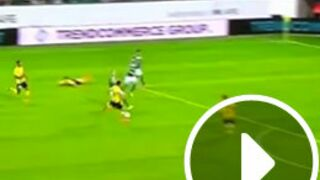 Un magnifique but contre son camp, FIFA 15 recréé dans la vraie vie... Le Zapping Web (VIDEOS)