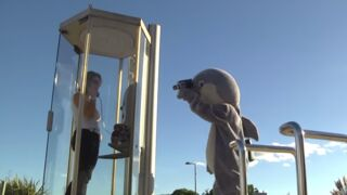 Rémi Gaillard milite contre les parcs aquatiques... et pour les blagues salaces (VIDEO)