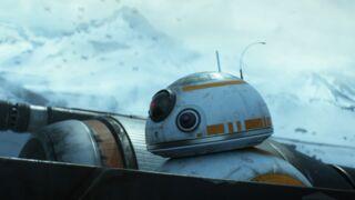 Star Wars : John Boyega évite de justesse à BB-8 de tomber du haut d'un immeuble