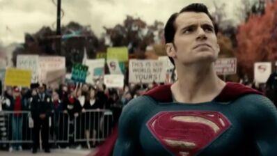 Batman v Superman flingué aux Razzie Awards (VIDÉO)