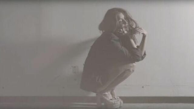 Le clip de la semaine : Jenifer sexy et intrigante dans Paradis secret (VIDEO)