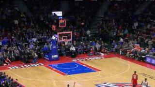 NBA : Andre Drummond (Detroit Pistons) marque... depuis son camp ! (VIDEO)