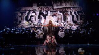Attentats de Paris : l'émouvant hommage de Céline Dion lors des American Music Awards  (VIDEO)