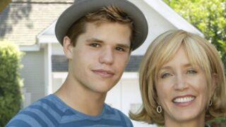 """Felicity Huffman félicite son """"fils"""" de Desperate Housewives, après son émouvant coming out"""
