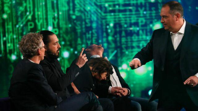 Un téléspectateur hypnotisé par Messmer en regardant Stars sous hypnose sur TF1