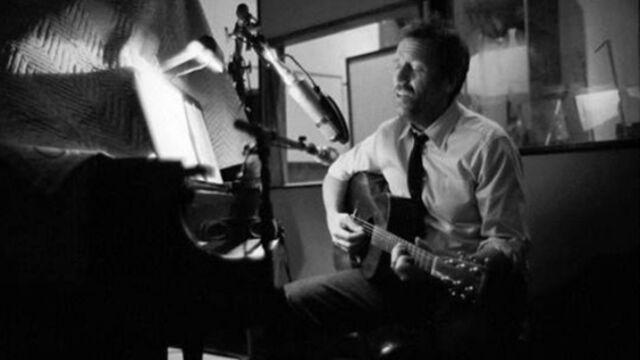 Hugh Laurie (Dr House) : découvrez Unchain My Heart, son nouveau single (VIDEO)