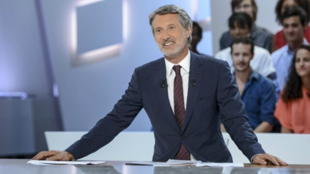 "Le ""lanceur de chat"", un ""mega connard"" pour Antoine de Caunes (VIDEO)"