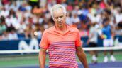 Que devient le champion de tennis John McEnroe ?