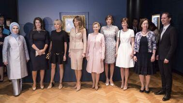 Brigitte Macron flamboyante au G7 : sa visite d'Espelette avec Melania Trump et les autres premières dames (PHOTOS)