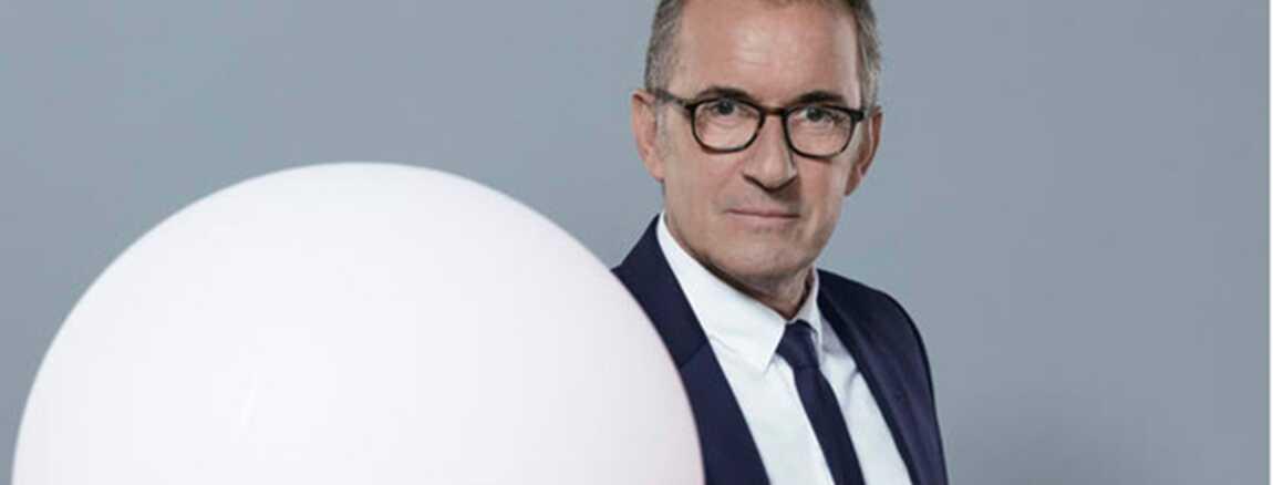 The Wall -Face au mur- (TF1)   Christophe Dechavanne nous dit pourquoi il  porte des lunettes ! 2908e0d4d373