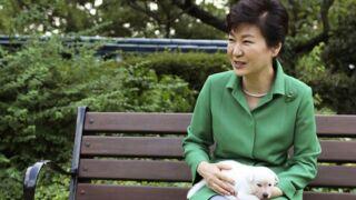 La présidente sud-coréenne destituée abandonne ses chiens, le pays indigné