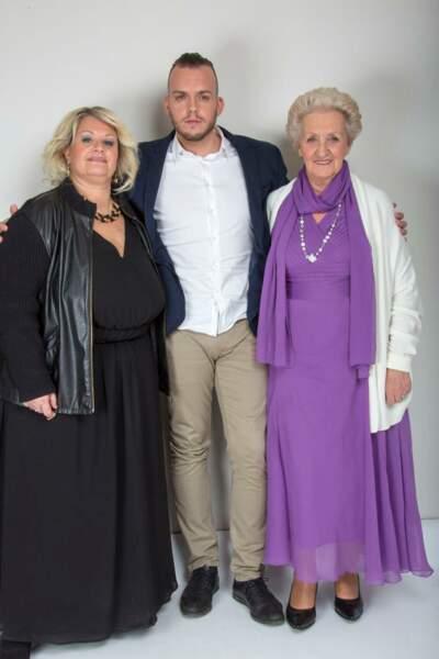 Voici Michael, entouré d'Yvette et Jeanine, les deux femmes de sa vie