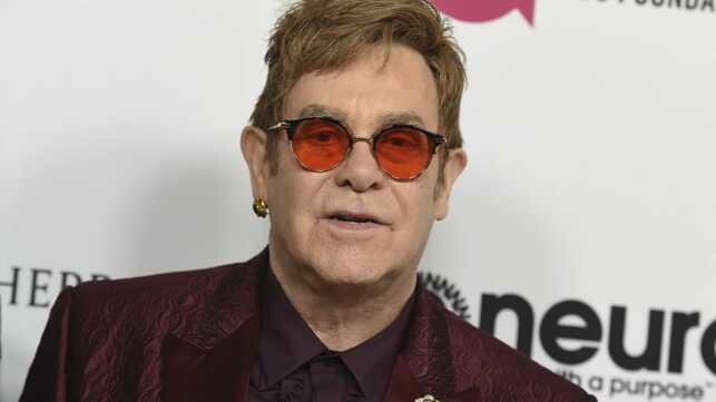 Hospitalise En Urgence Elton John Annule Ses Concerts Actu Tele