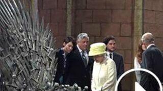 Game of Thrones : La reine d'Angleterre visite les décors de la série