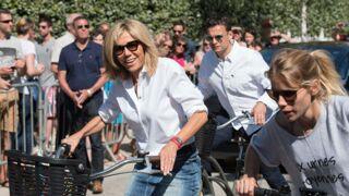 Brigitte Macron en mini-jupe, accompagnée de sa fille, déchaîne (encore) les passions ! (PHOTOS)