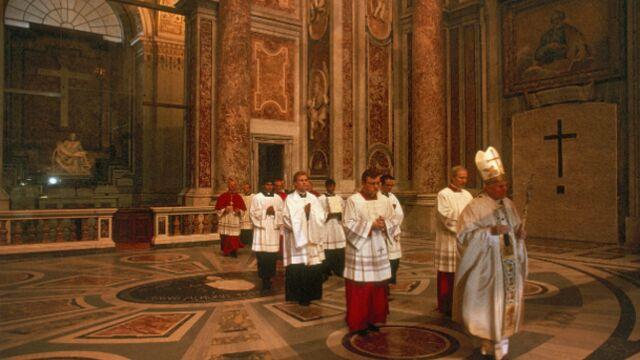 Arte chamboule sa grille pour Benoît XVI
