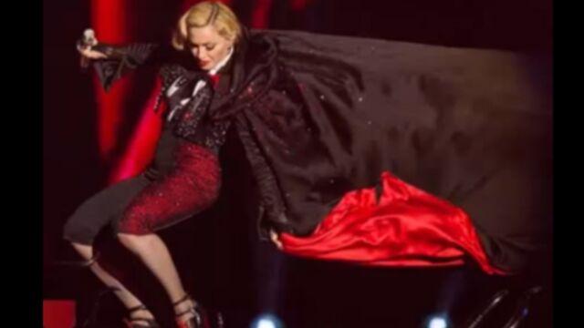 Découvrez la chute spectaculaire de Madonna aux Brit Awards (VIDEO)
