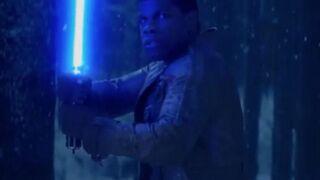 Finn brandit un sabre laser dans de nouvelles images de Star Wars VII
