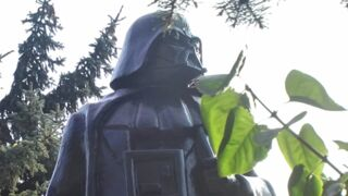 Star Wars - Le Réveil de la Force : L'Ukraine remplace une statue de Lénine par celle de Dark Vador