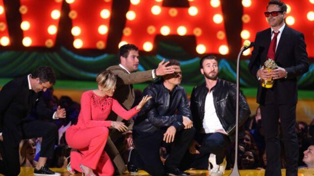 Zac Efron, torse nu, a fait monter la température aux MTV Movie Awards (PHOTOS)