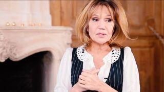 """Clémentine Célarié confie être """"interdite de chirurgie esthétique"""""""