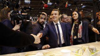 Emmanuel Macron se prend un oeuf au Salon de l'Agriculture ! (VIDÉO)