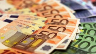 Canal+, TF1, M6... Découvrez les (gros) salaires des patrons de chaînes