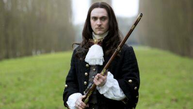 """George Blagden (Versailles sur Canal+) : """"Louis XIV, c'est le rôle de ma vie"""""""