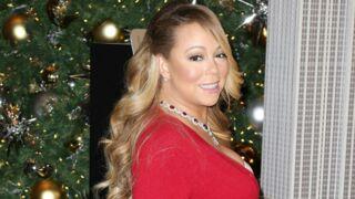 Mariah Carey pose à moitié nue sous son sapin de Noël (PHOTOS)